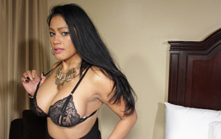 Porn star Ariella Ferrera on 1800dialadick.com